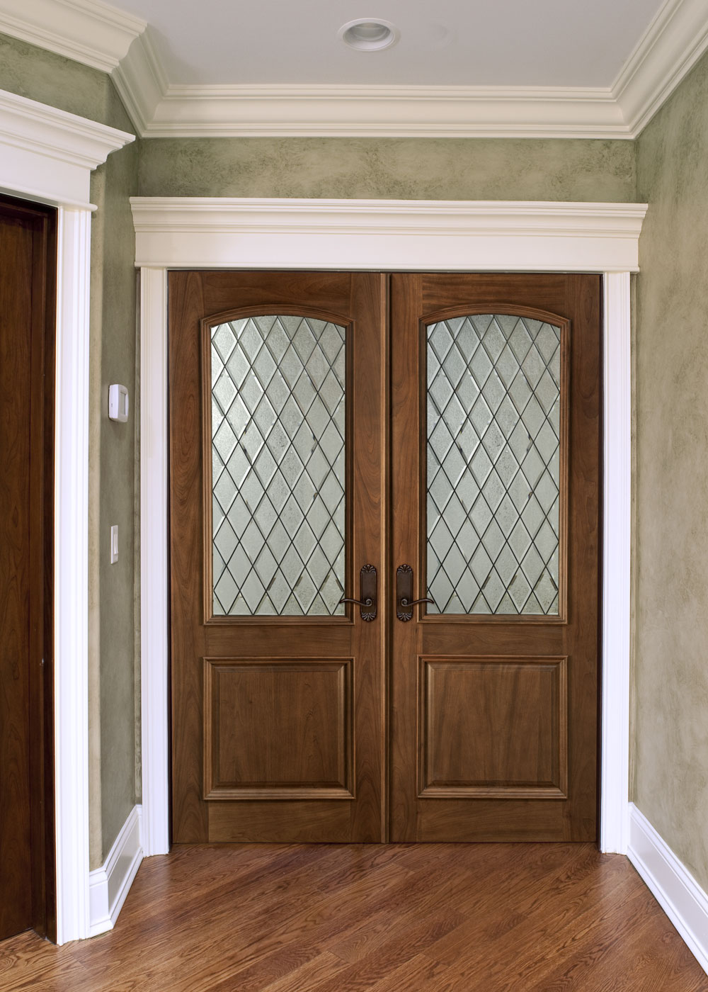10 benefits of double door designs interior exterior ideas for Double door wooden door