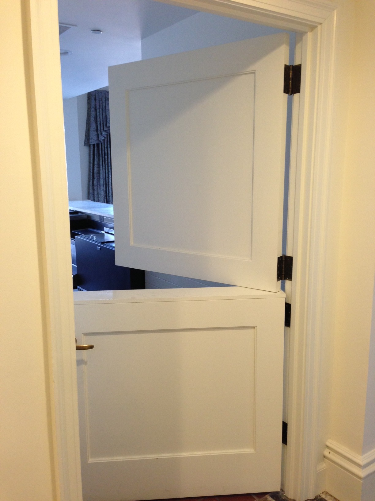 10 stable doors and new found applications interior for Half door ideas
