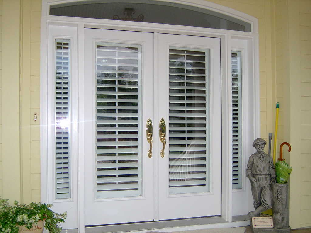 27 things you must know about french doors interior blinds for Exterior no chain window shade