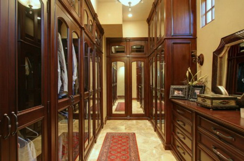 Huge-walk-in-closet-house-plans-photo-9