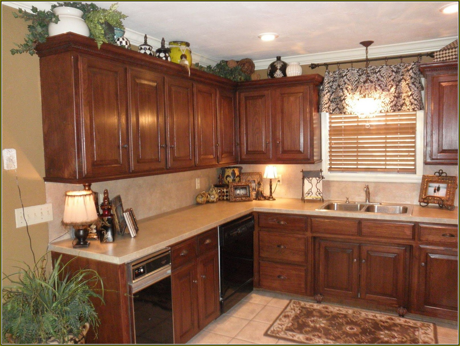 Kitchen Cabinets Crown Molding Ideas - Kitchen cabinets molding ideas