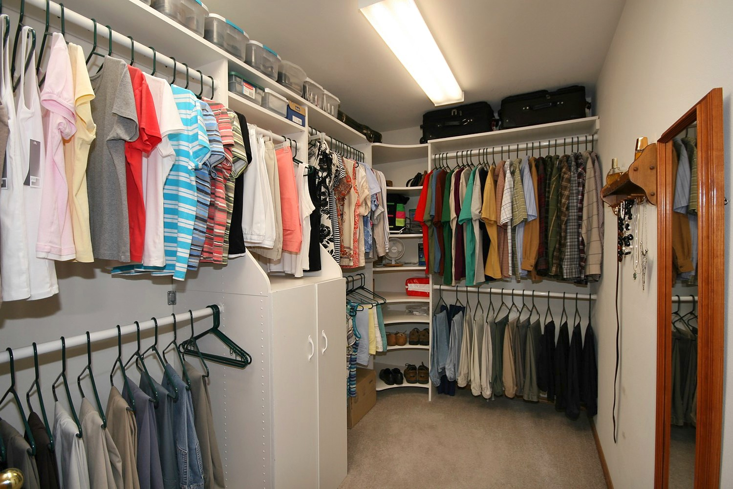 Large walk in closet design 17 tips for best choice for Designs for walk in closets