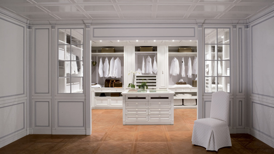 large-walk-in-closet-design-photo-17