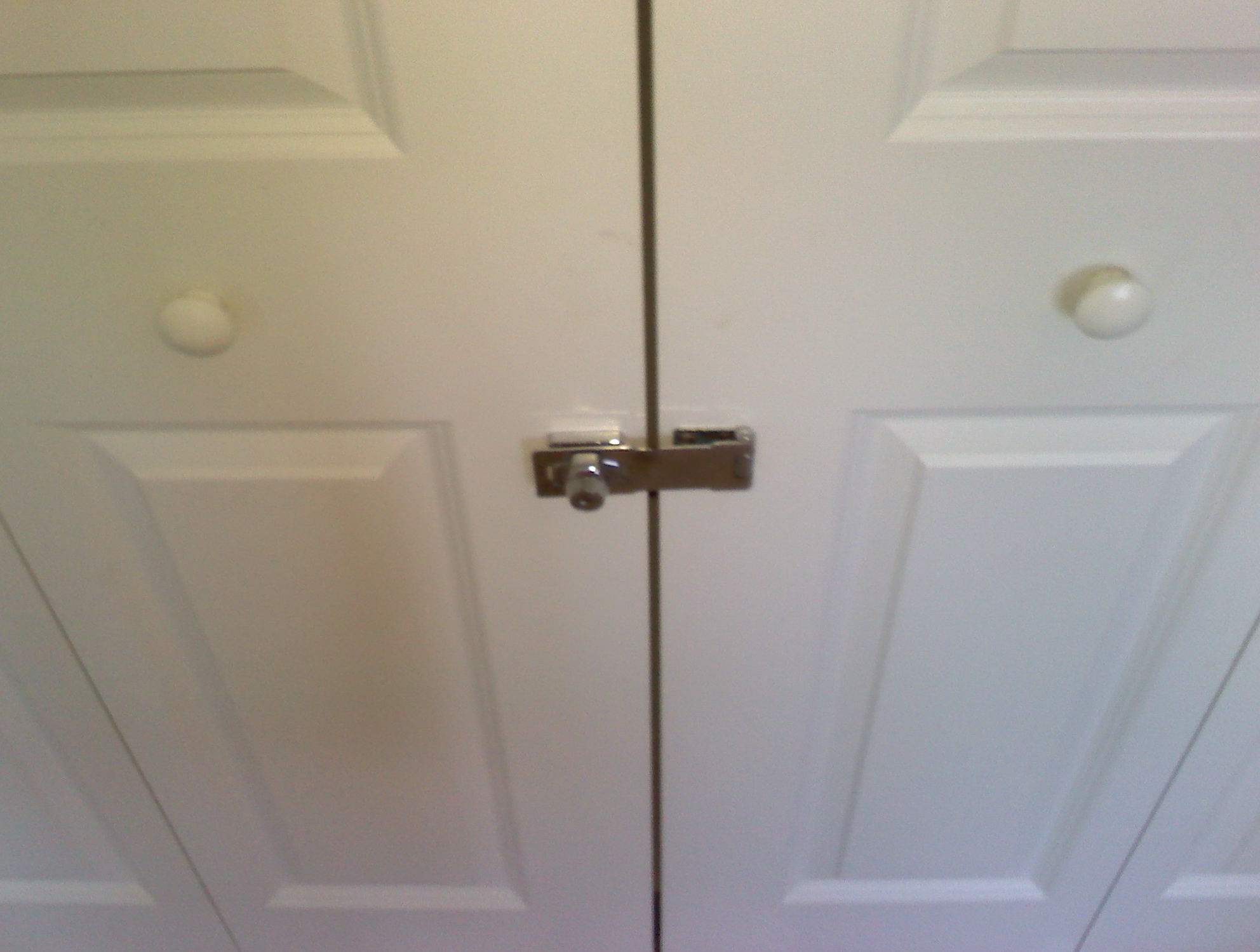 Mirrored sliding closet door lock 22 secrets you - Installing a lock on a bedroom door ...