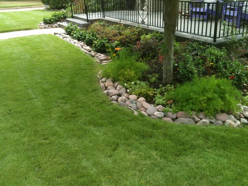 River-rock-garden-edging-ideas-photo-5