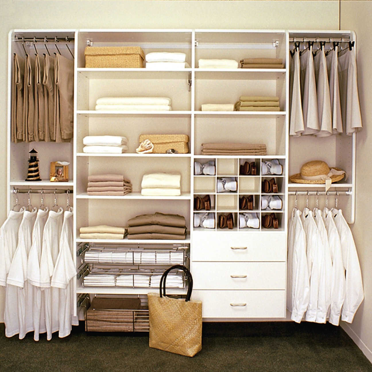 walk-in-linen-closet-design-photo-14