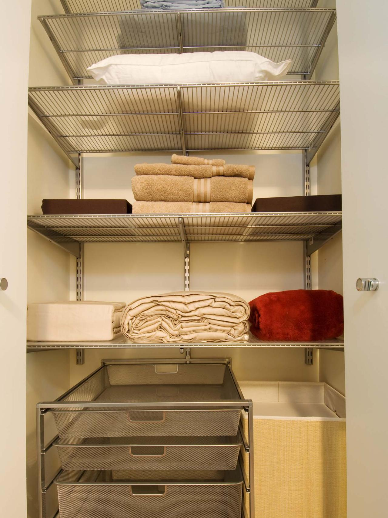 walk-in-linen-closet-design-photo-8