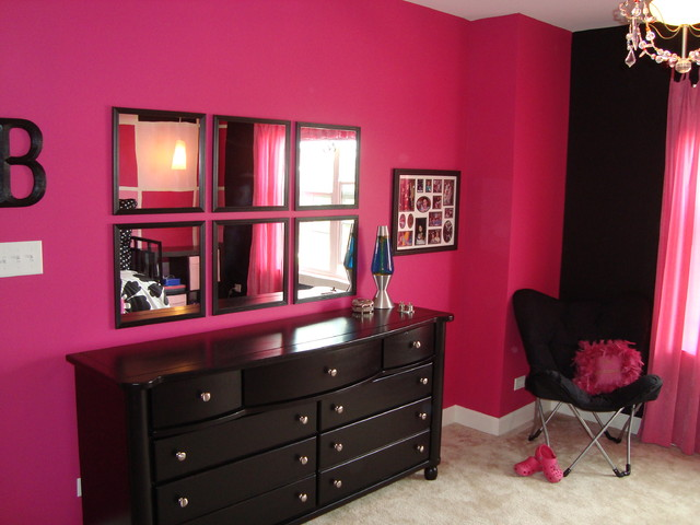 Create Elegant Look For Your Bedroom With Black & Pink