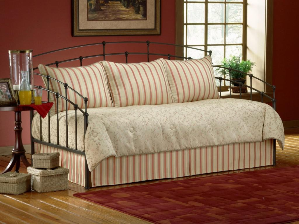Daybed Coverlet Sets : Facts to consider before buying brown daybed bedding