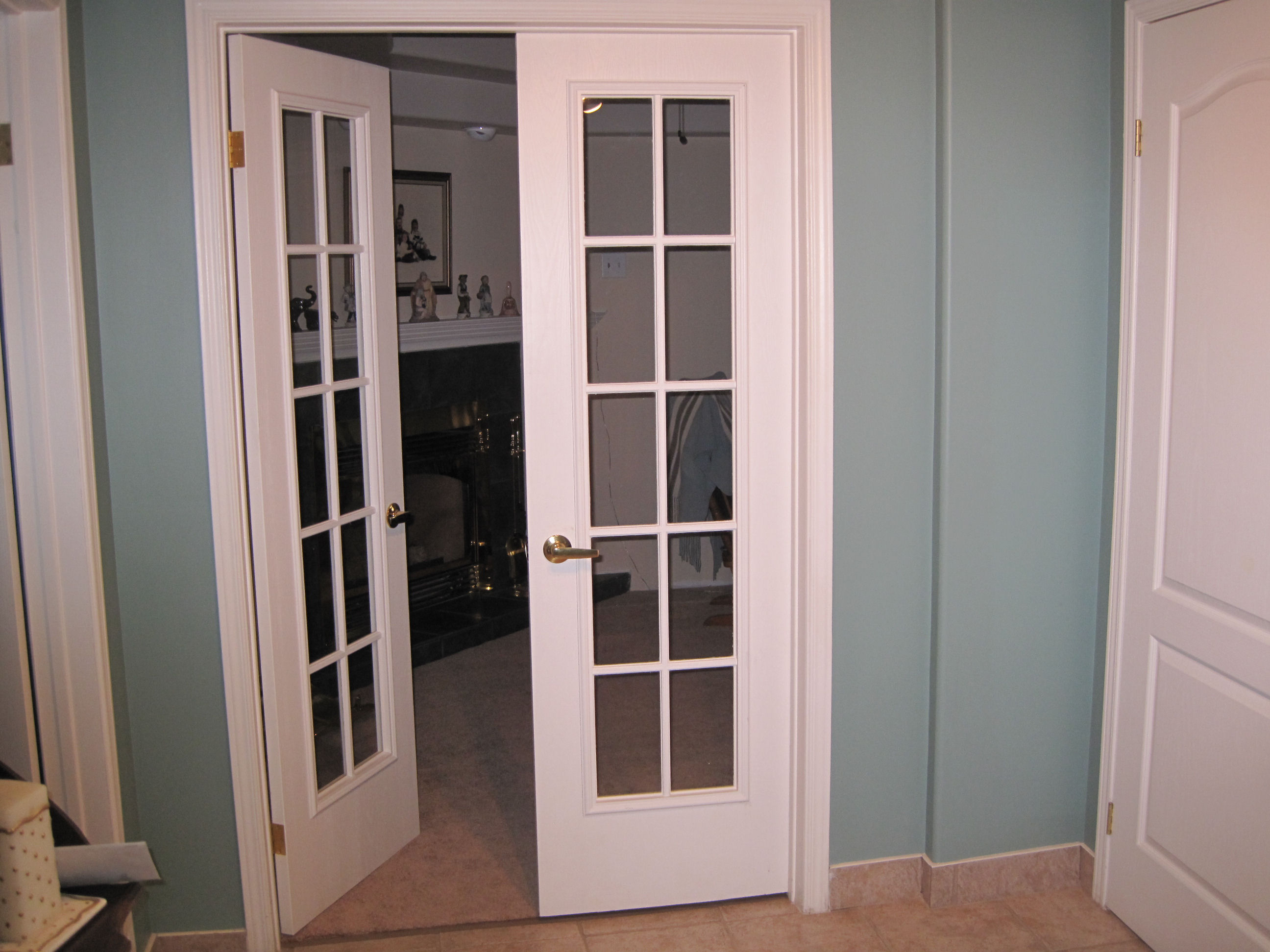 Add elegance to your home with french doors interior 36 for Small exterior french doors