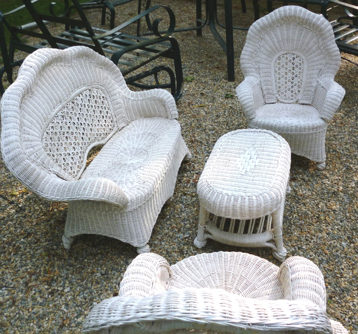 Outdoor wicker furniture for children perfect addition for Childrens outdoor furniture