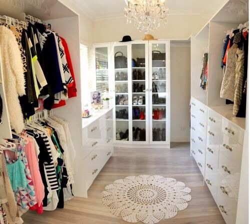 huge-walk-in-closet-home-photo-13