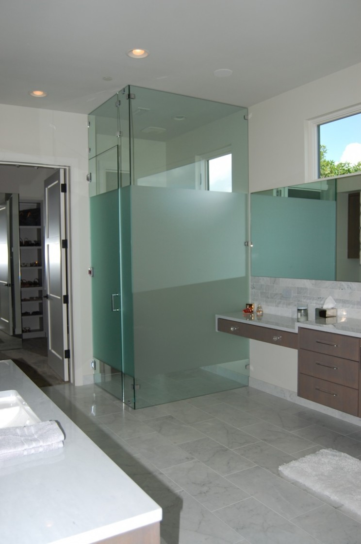 Glass wall dividers bathroom glamor and modern style for Bathroom designs glass