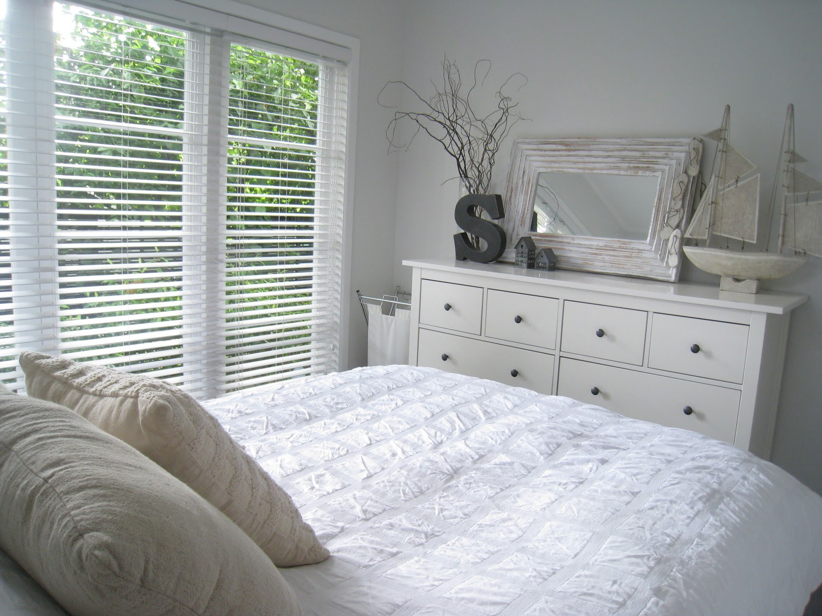 Ikea hemnes bedroom furniture 20 reasons to bring the romance of bedrooms back interior for White bedroom furniture sets ikea