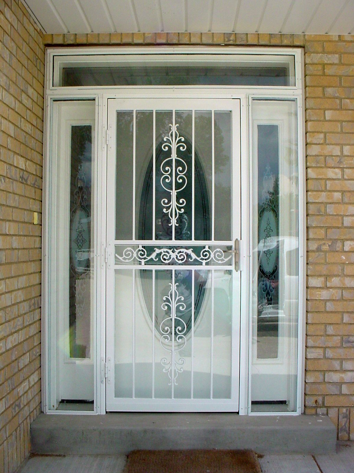 20 storm doors hardware storm doors with pet door for Interior exterior doors