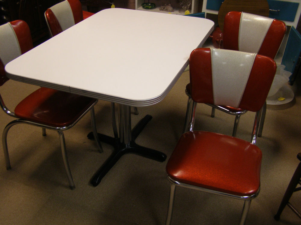 Retro Kitchen Table And Chairs. Retro Cafe Seating. Yellow Retro