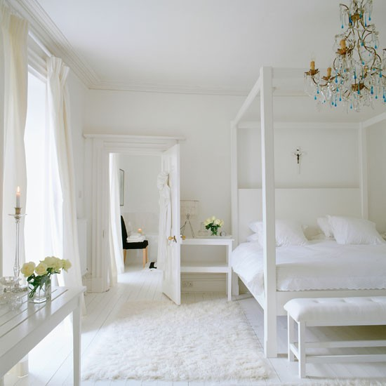 Four Poster Bed White Room photo - 2
