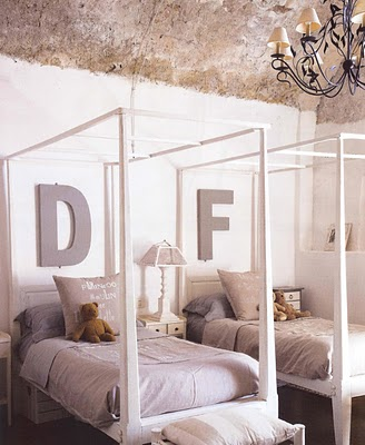Four Poster Bed White Room photo - 6