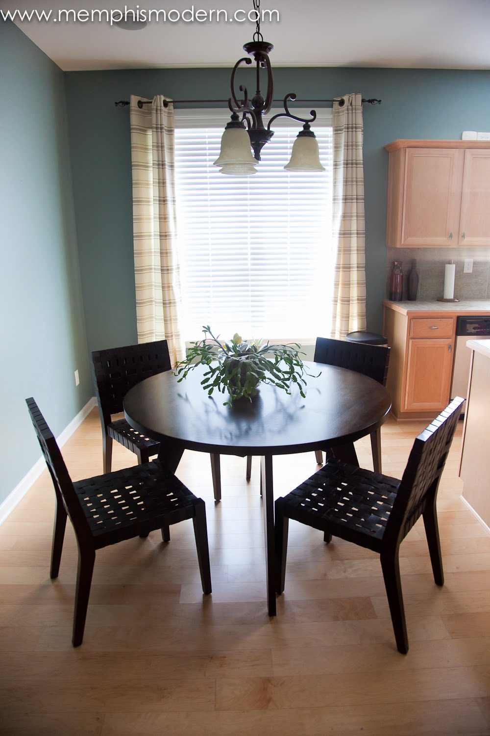 Sweet Great Simple Dining Room photo - 5