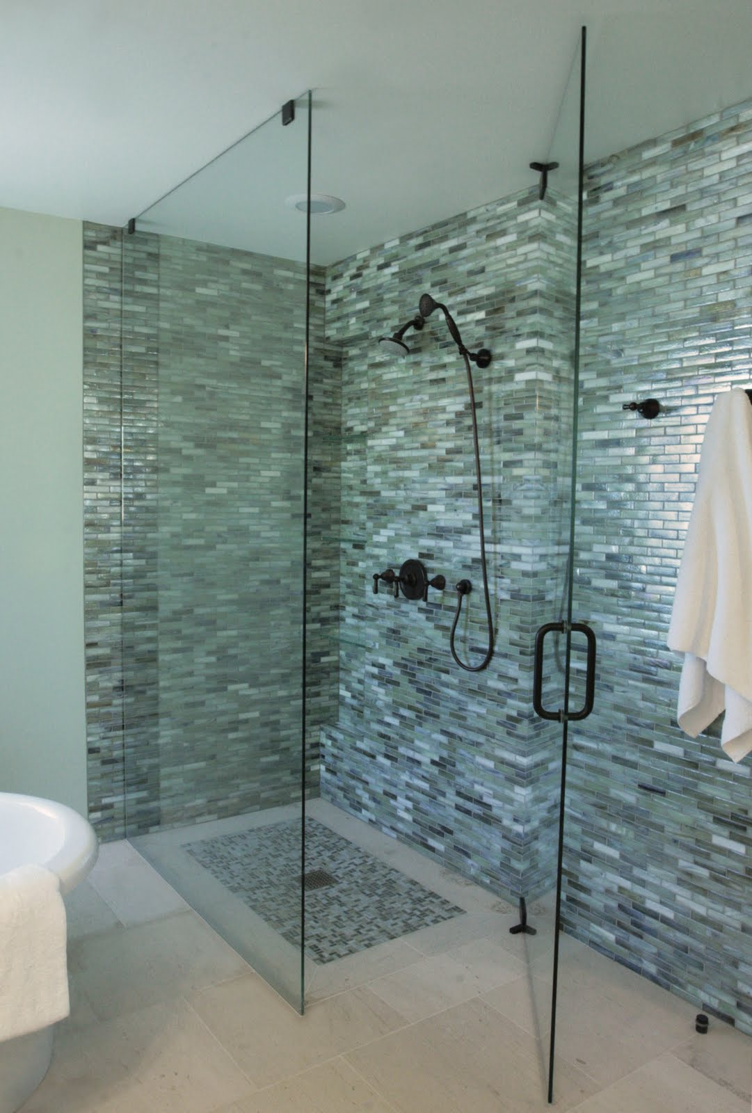 bathroom designs using glass tiles photo - 2