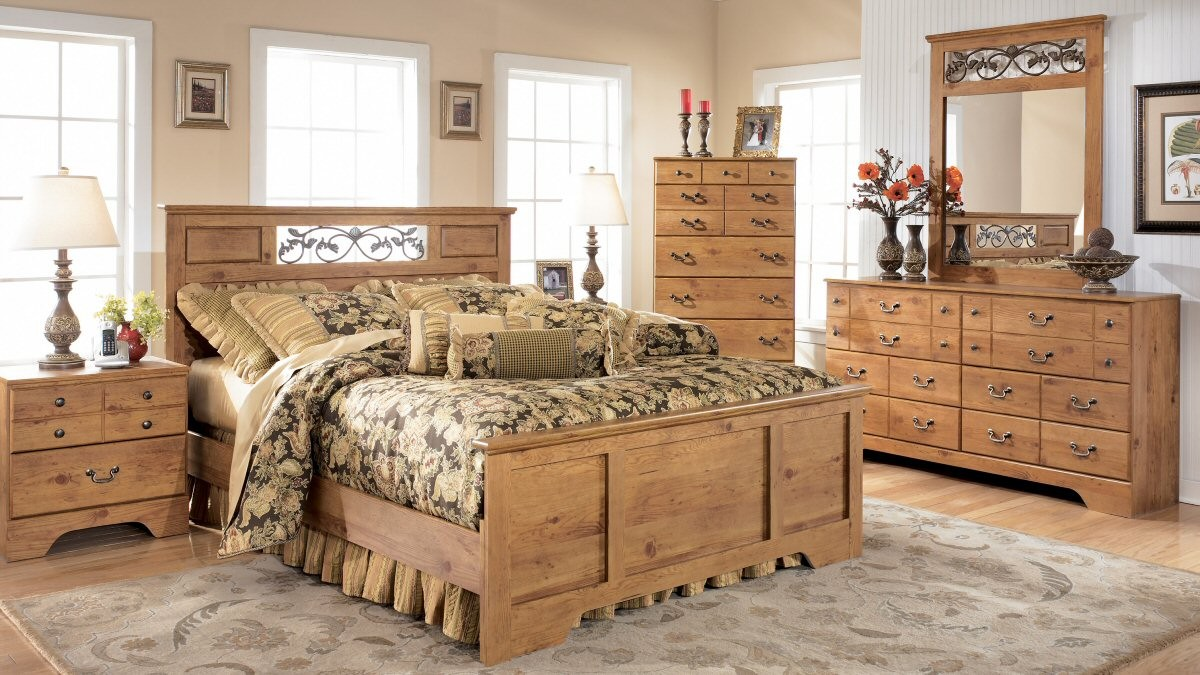 bedroom ideas with pine furniture photo - 1