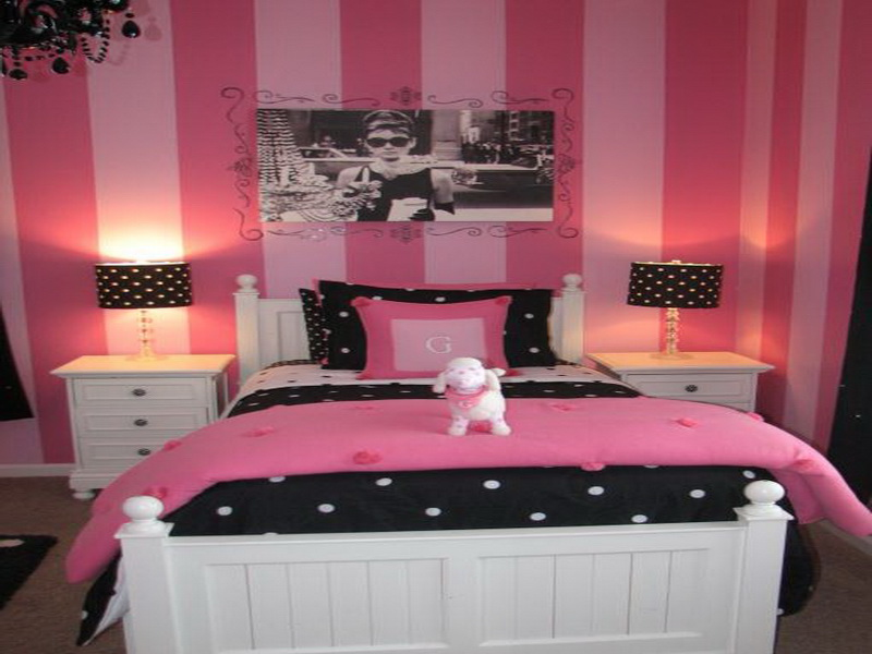 Create elegant look for your bedroom with black pink for Black and pink bedroom designs