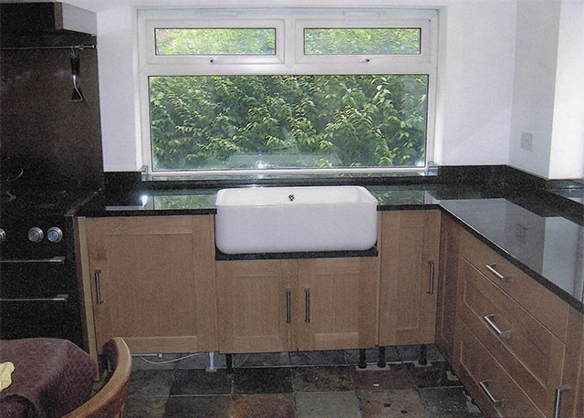 black granite belfast sink photo - 4