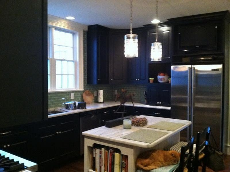 black kitchen cabinets in small kitchen photo - 3