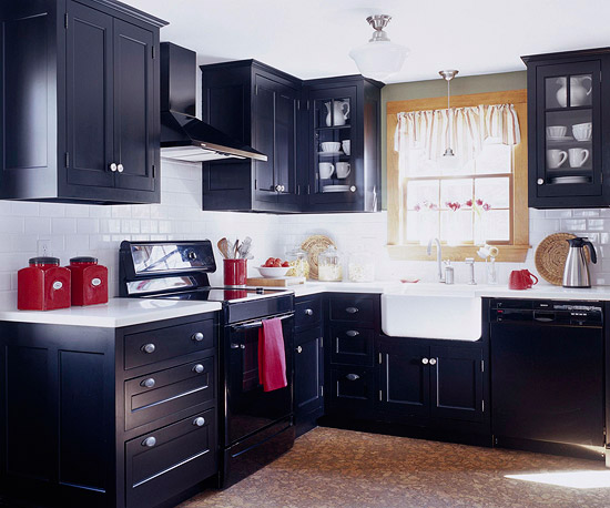 black kitchen cabinets in small kitchen photo - 4