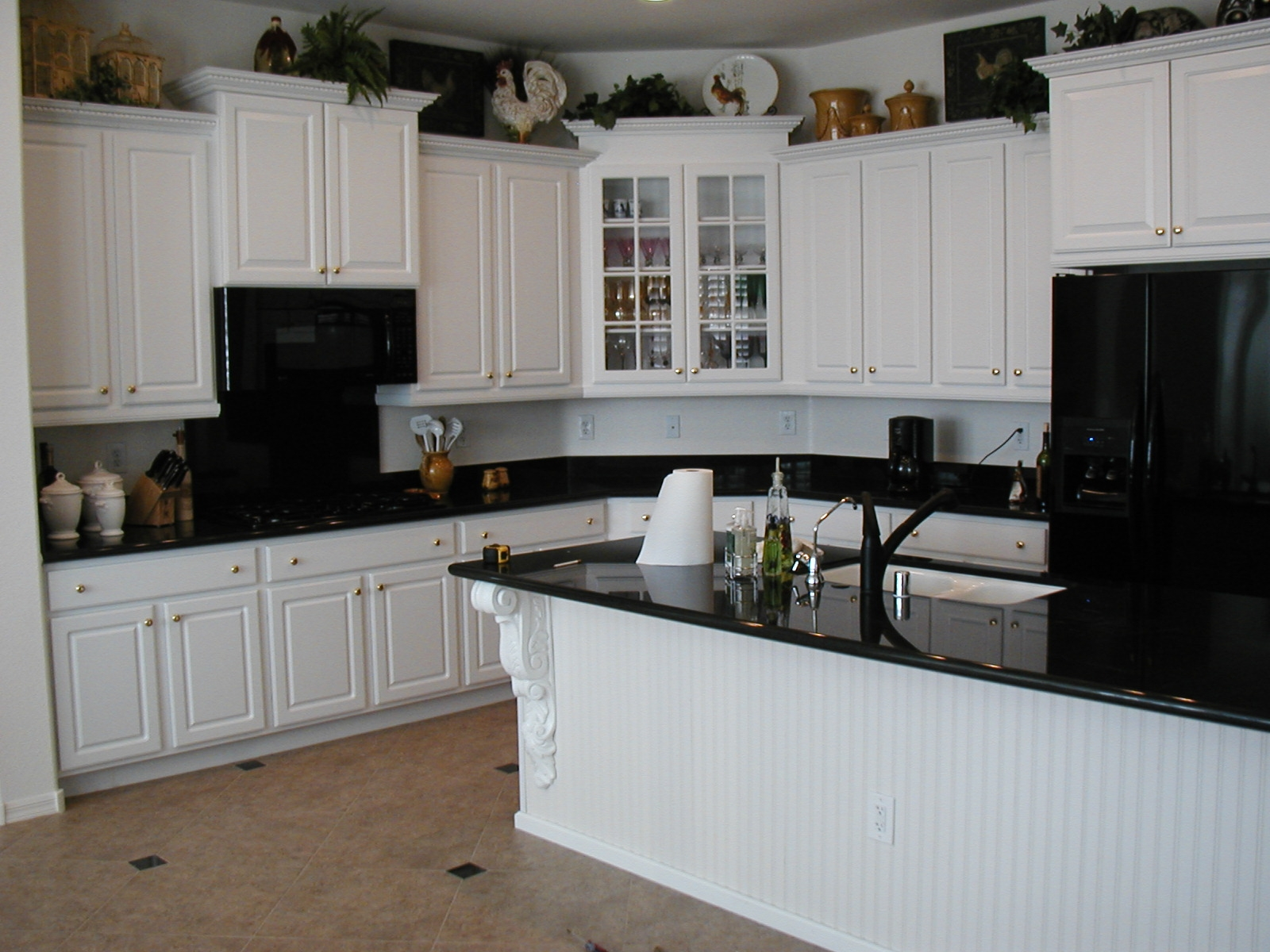 black kitchen cabinets with white appliances photo - 3