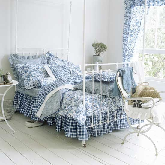 blue and white country bedrooms photo - 2