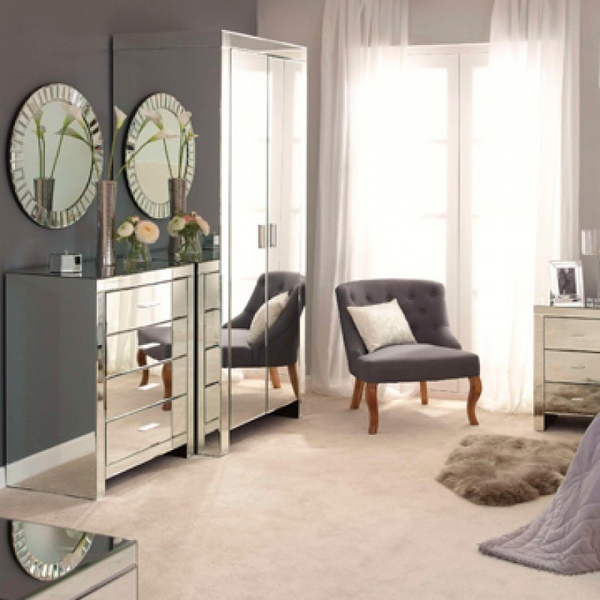 decorating with mirrored bedroom furniture photo - 1