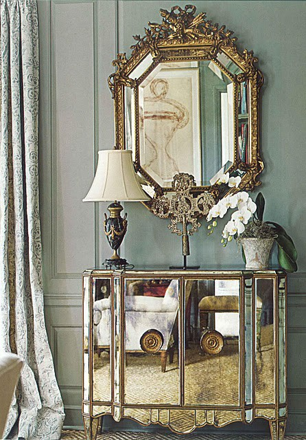 decorating with mirrored bedroom furniture photo - 2