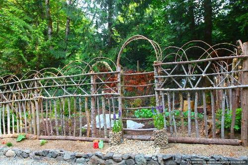 decorative deer fence ideas photo - 3