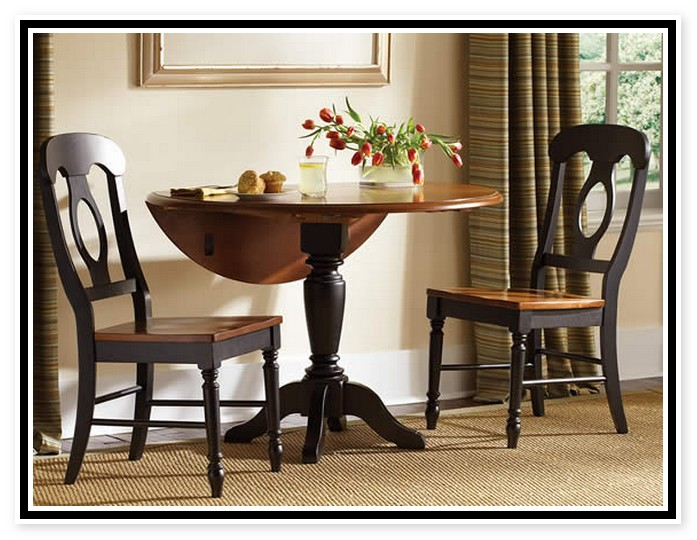 Small dining room tables for small spaces best dining for Best dining tables for small spaces