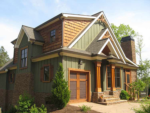 Exterior paint colors rustic homes a breath of fresh air from the contemporary exterior home for Lake house exterior paint colors