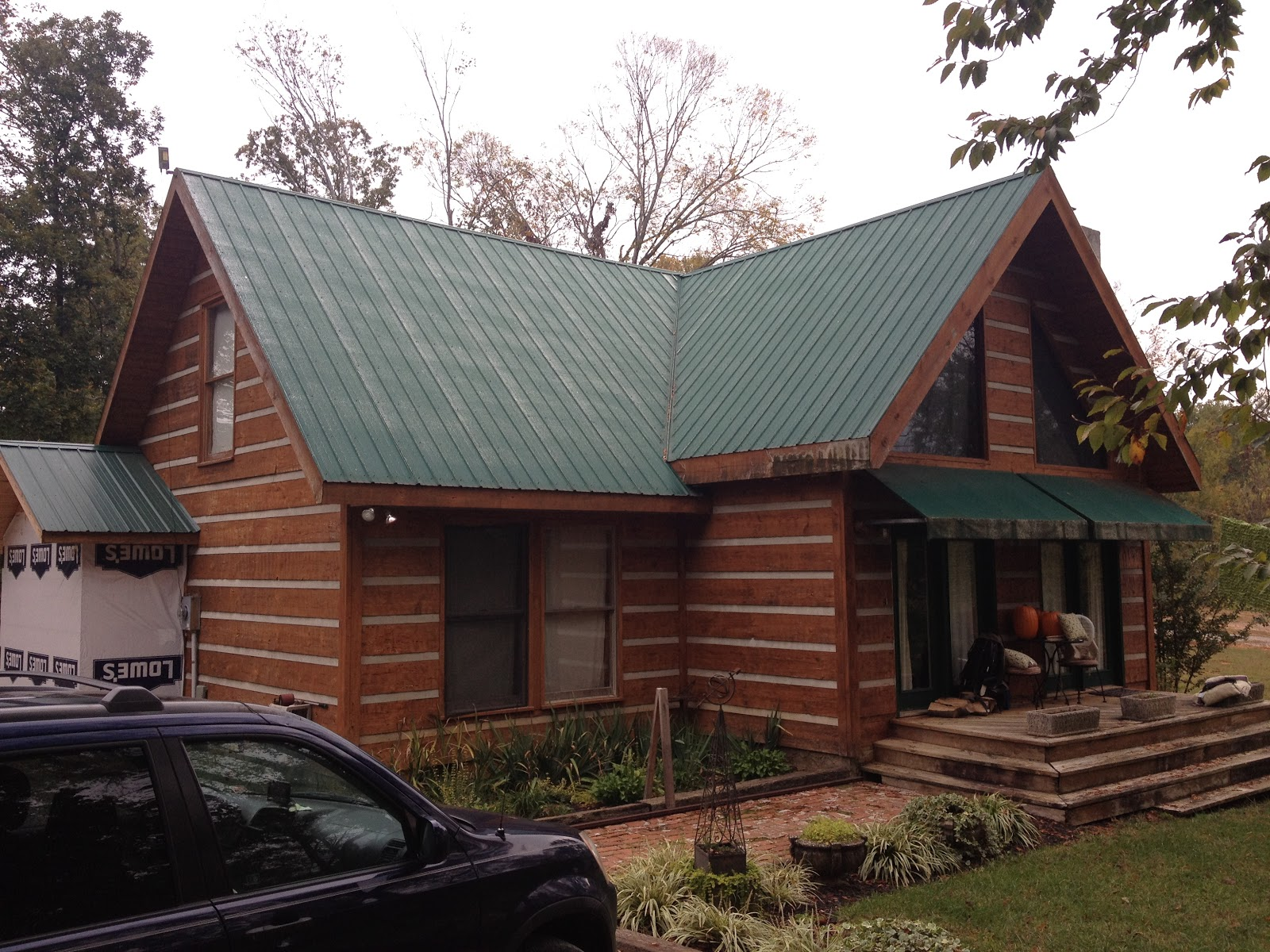 exterior paint colors with green roof photo - 4