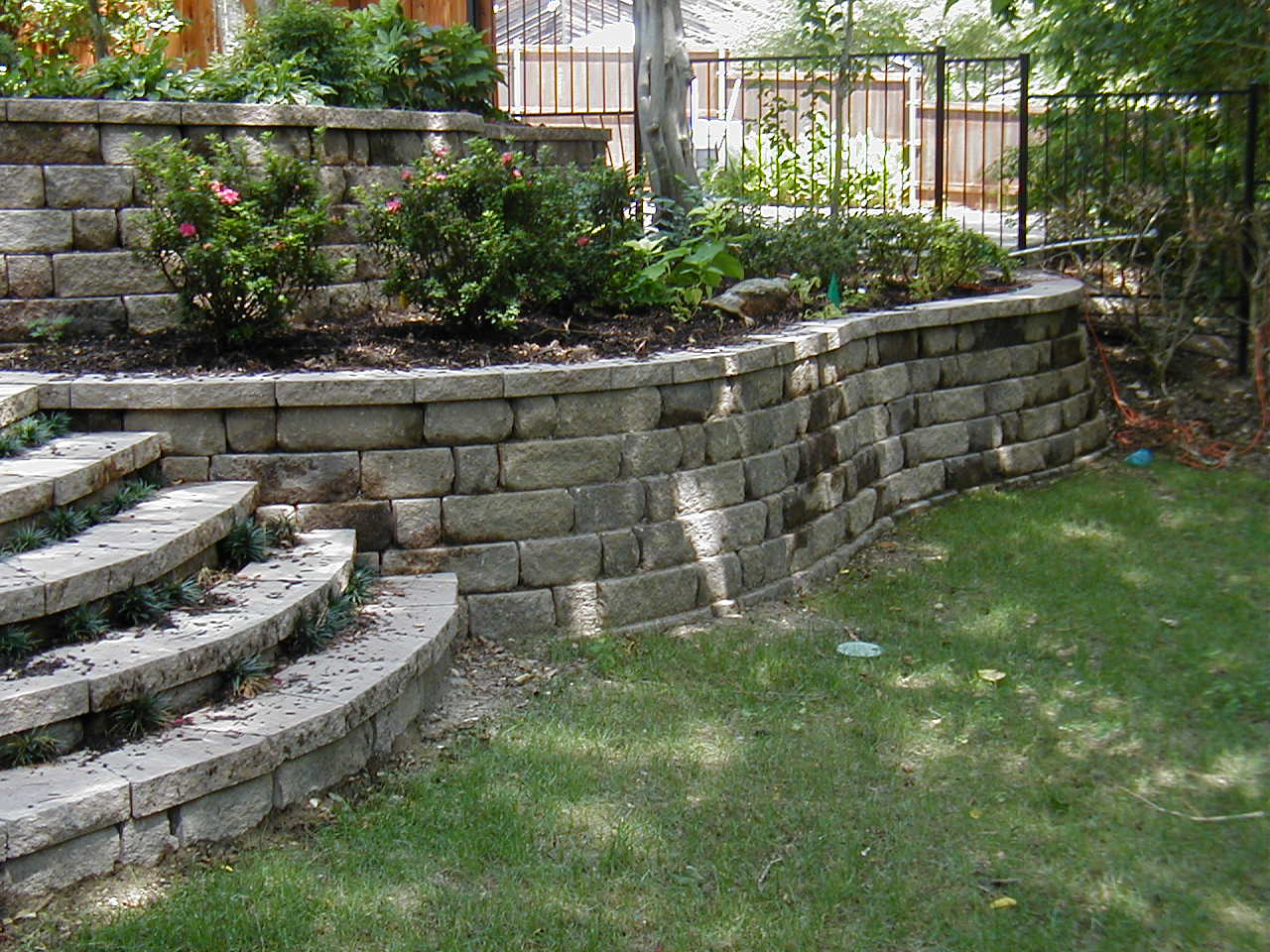 garden design ideas retaining walls photo - 5