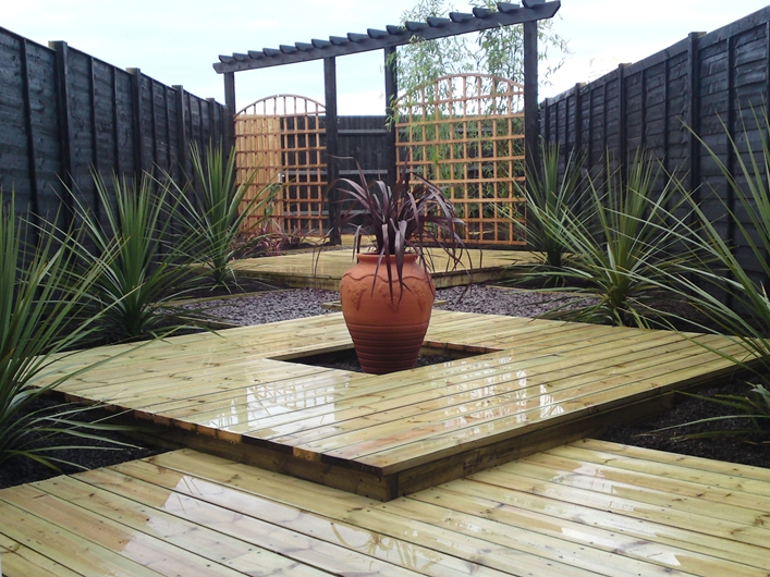 garden design ideas with decking photo - 5