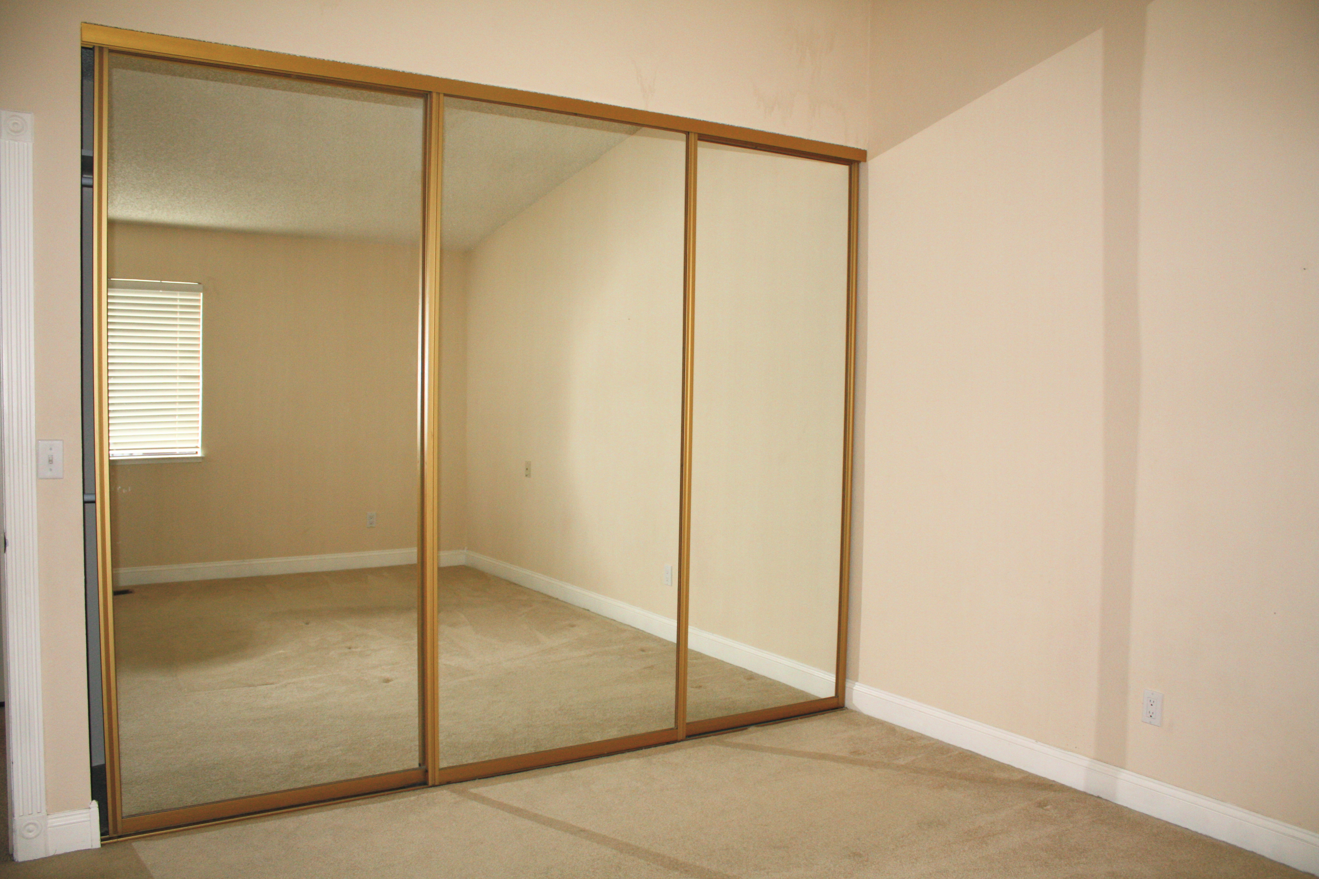 gold mirrored closet doors photo - 4