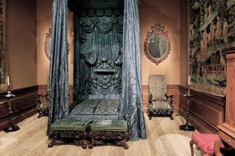 gothic style bedroom design photo - 3