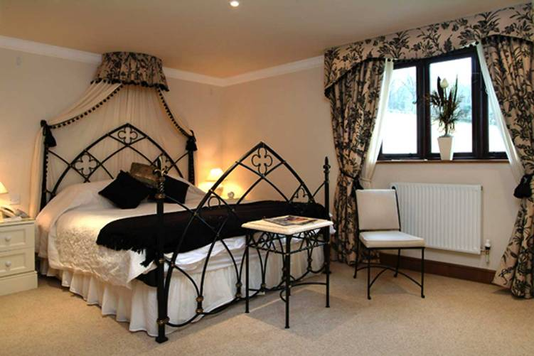 gothic style bedroom design photo - 5