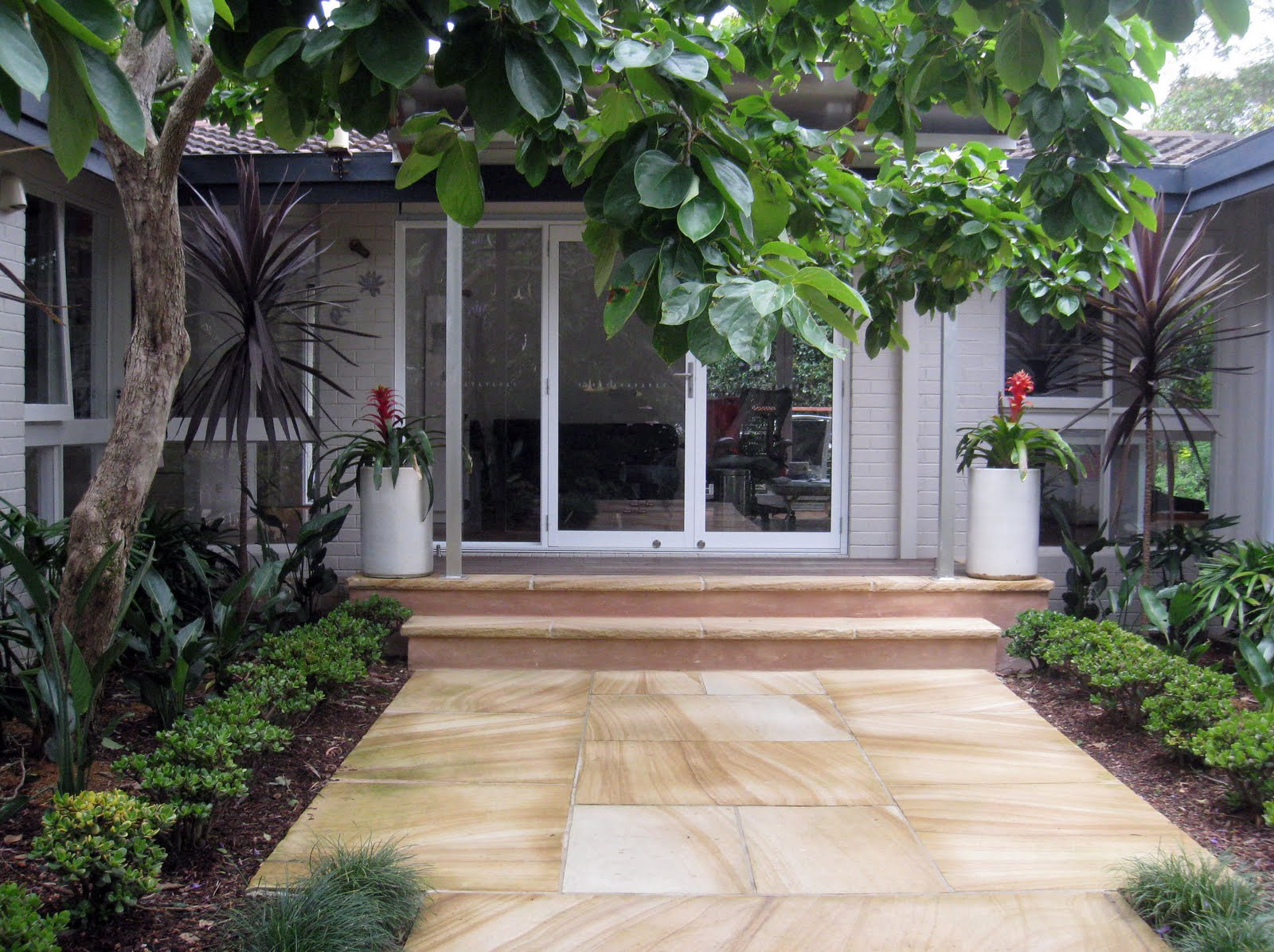 house entrance garden ideas photo - 2
