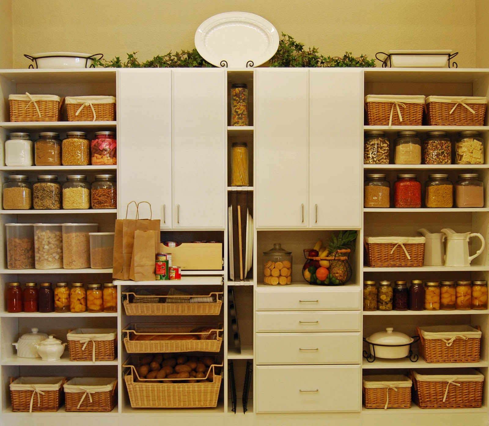 kitchen and pantry open hours photo - 6