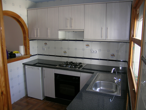 kitchen cabinets white formica photo - 6