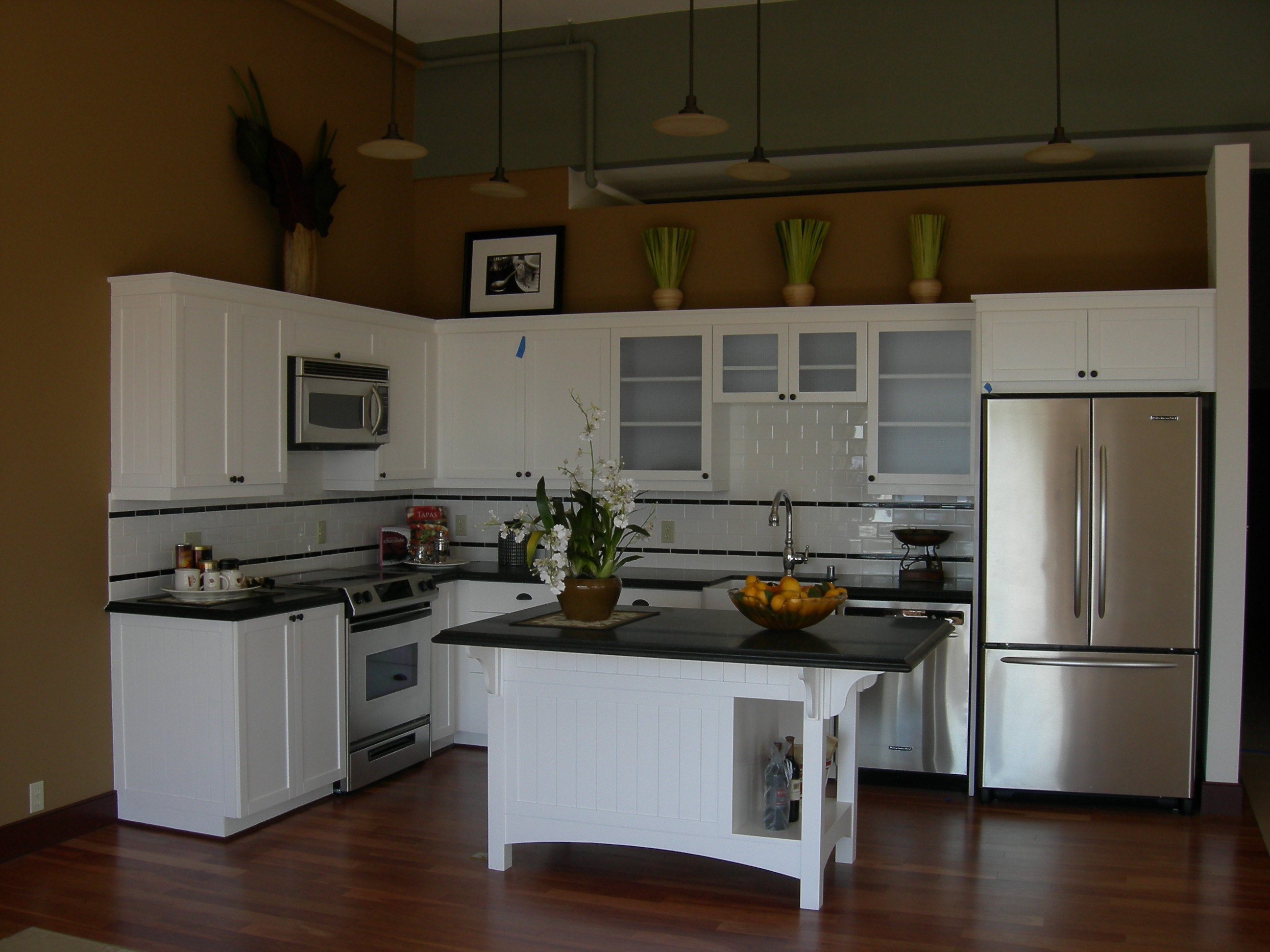 l shaped apartment kitchen photo - 2