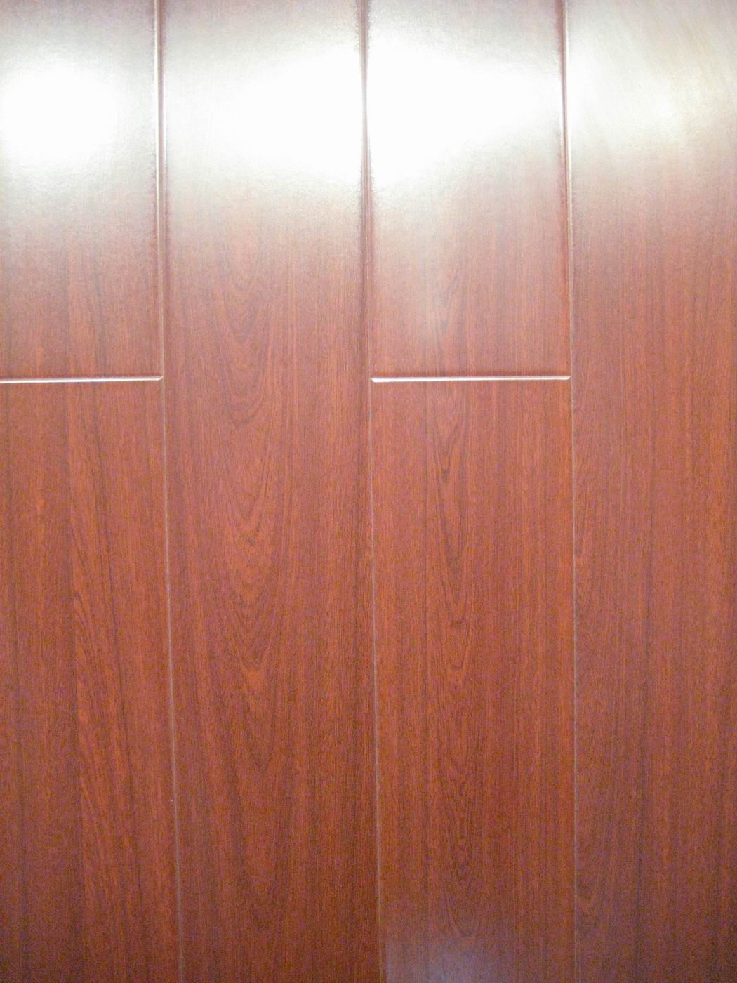laminated wooden flooring photo - 3