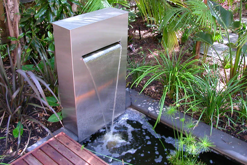 modern water fountains for gardens photo - 1