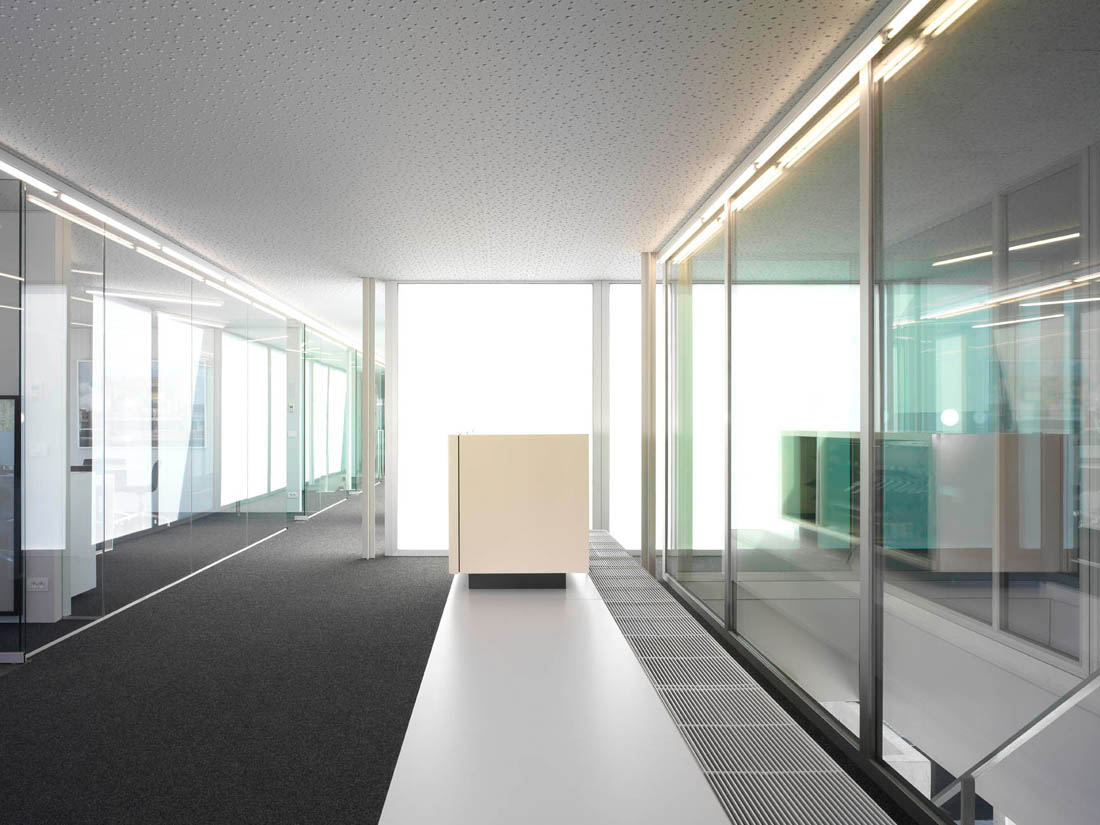 offices with glass walls photo - 1