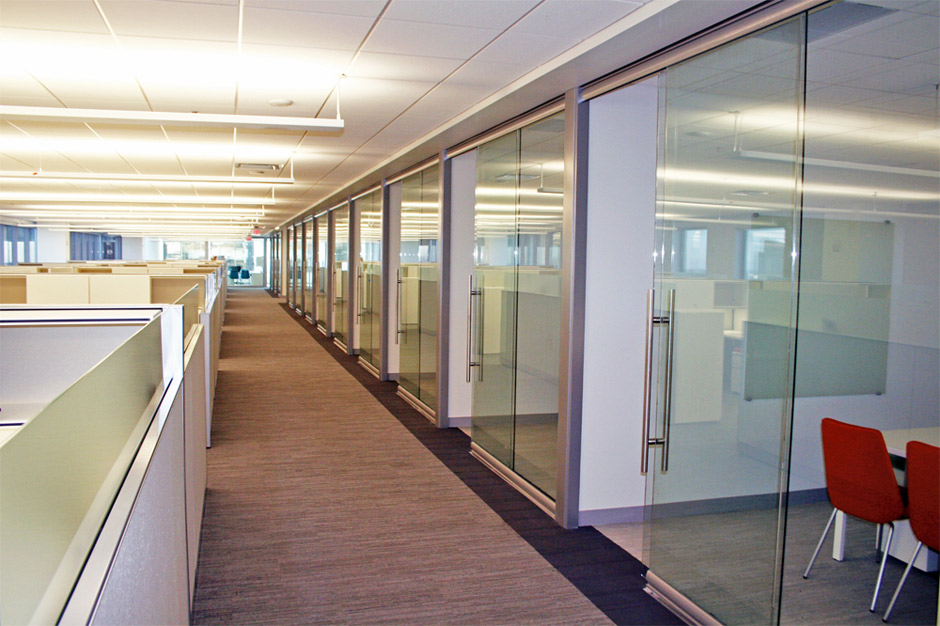 offices with glass walls photo - 3